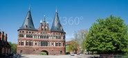 XL-Postkarte Lübeck Holstentor