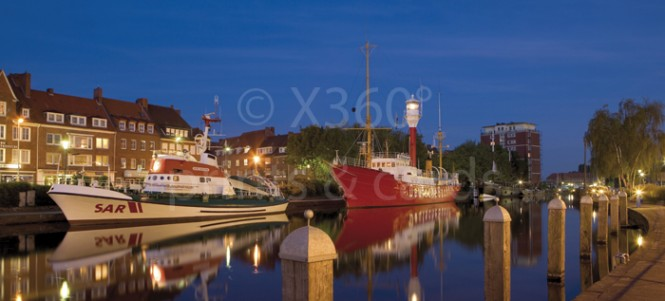 XL-Postkarte Emden Hafen Abend